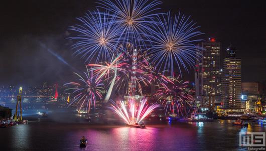De vuurwerkshow tijdens de Wereldhavendagen van 2016 in Rotterdam | Cover Small