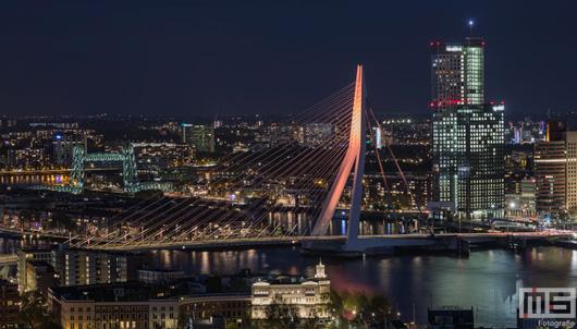 Erasmusbrug kleurt oranje vanwege Koningsdag in Rotterdam | Cover Small