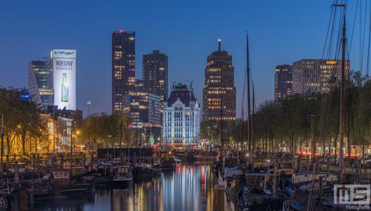 Het Haringvliet in Rotterdam by Night - De daken van Rotterdam | Cover Small
