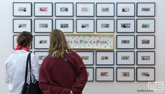 Een kunstobject aan de muur tijdens Art Rotterdam Week 2019 in Rotterdam | Cover Small