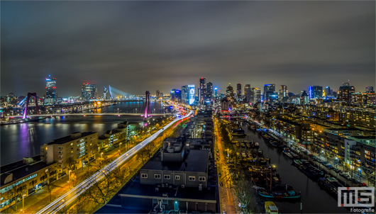 De skyline van Rotterdam by Night | Cover Small