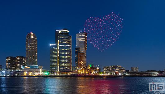 Droneshow sluit Bevrijdingsdag in Rotterdam af | Cover Small